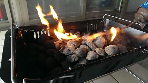 使用豆炭環保烤肉