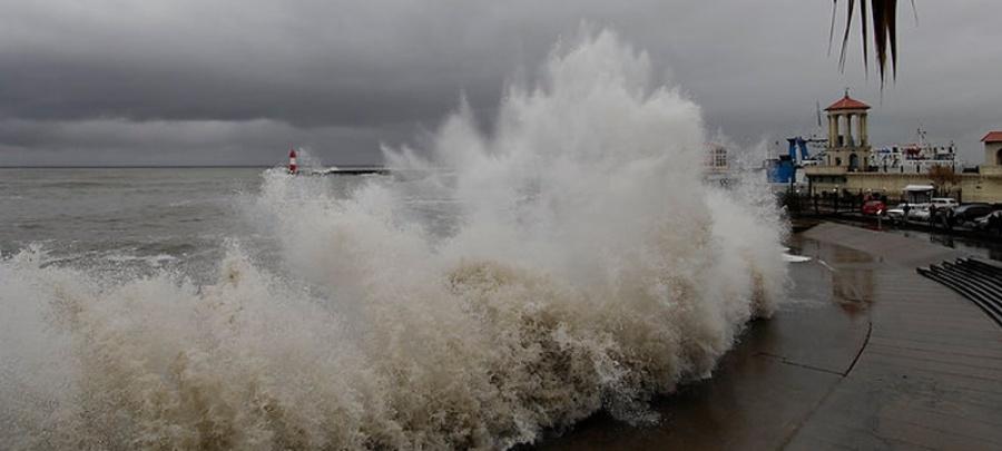 На курортах Кубани объявлено штормовое предупреждение