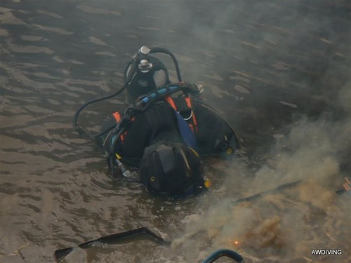 Damwand branden onderwater