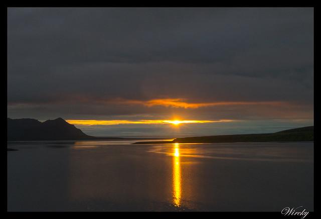 Sol de medianoche en Fiordo Grundarfjördur