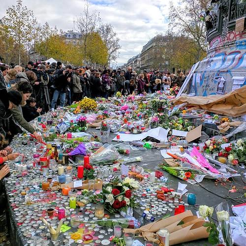#republique #guerre #war #terrorist #terrorism #fleur #flower #daesh #syrie #france #attentat #russie #bfm #place #argent #hollande
