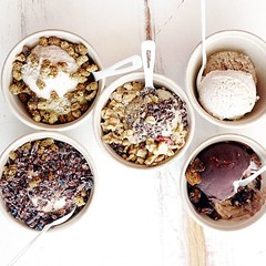 Vegan ice cream social at @kippysicecream in Venice with @klean_slate @kawaii38 @yvonne_deliciously_vegan and @veggiefixation! Kippy's offers dairy free (coconut base) concoctions sweetened with raw honey (for beegans) or dates. Topped with an array of su