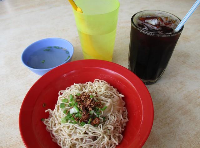 Uncle Lau pian sip kampua & kopi o peng