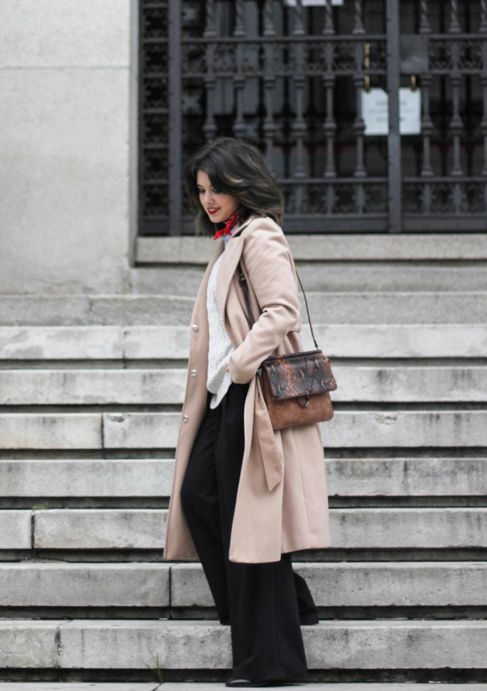 como combinar un abrigo beige largo y pantalones palazzo negro de La Redoute myblueberrynightsblog