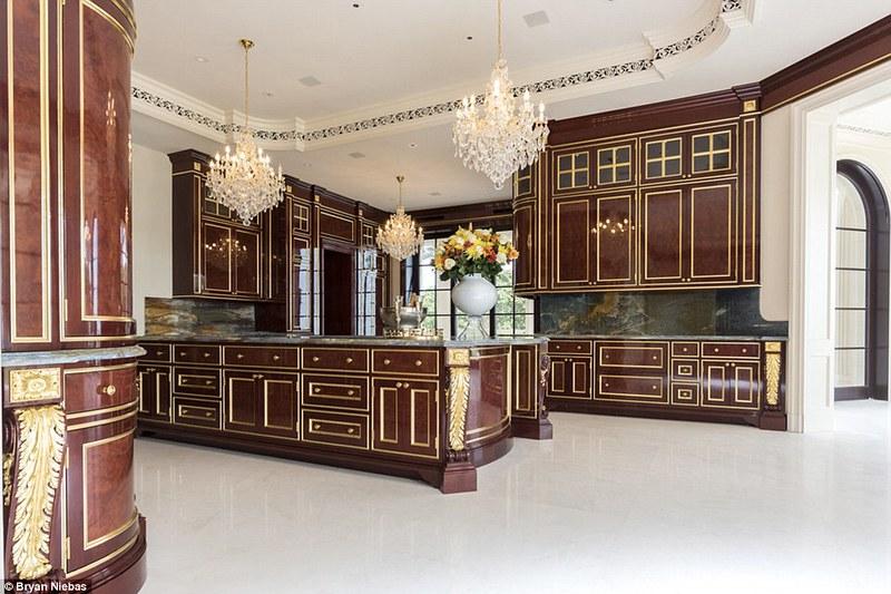 Элитная кухня на вилле Le Palais Royal