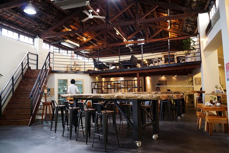 雲道咖啡 末廣門市-木質綠文創空間.晨間幸福飲品加10元就有兩種麵包選項的輕食早餐.憶鵝時旁.饗覓對面