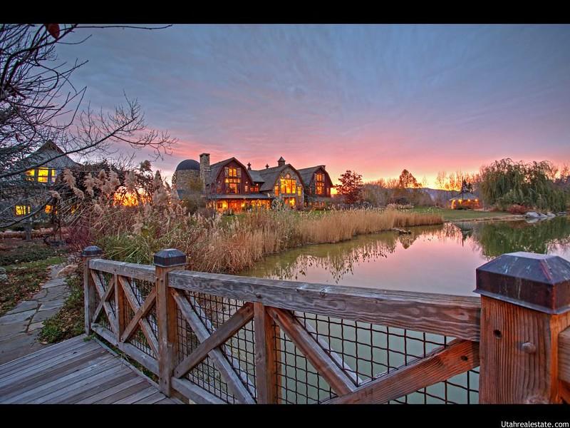 Сказочный дом на берегу озера в Юте