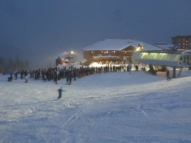 Free night skiing crowd