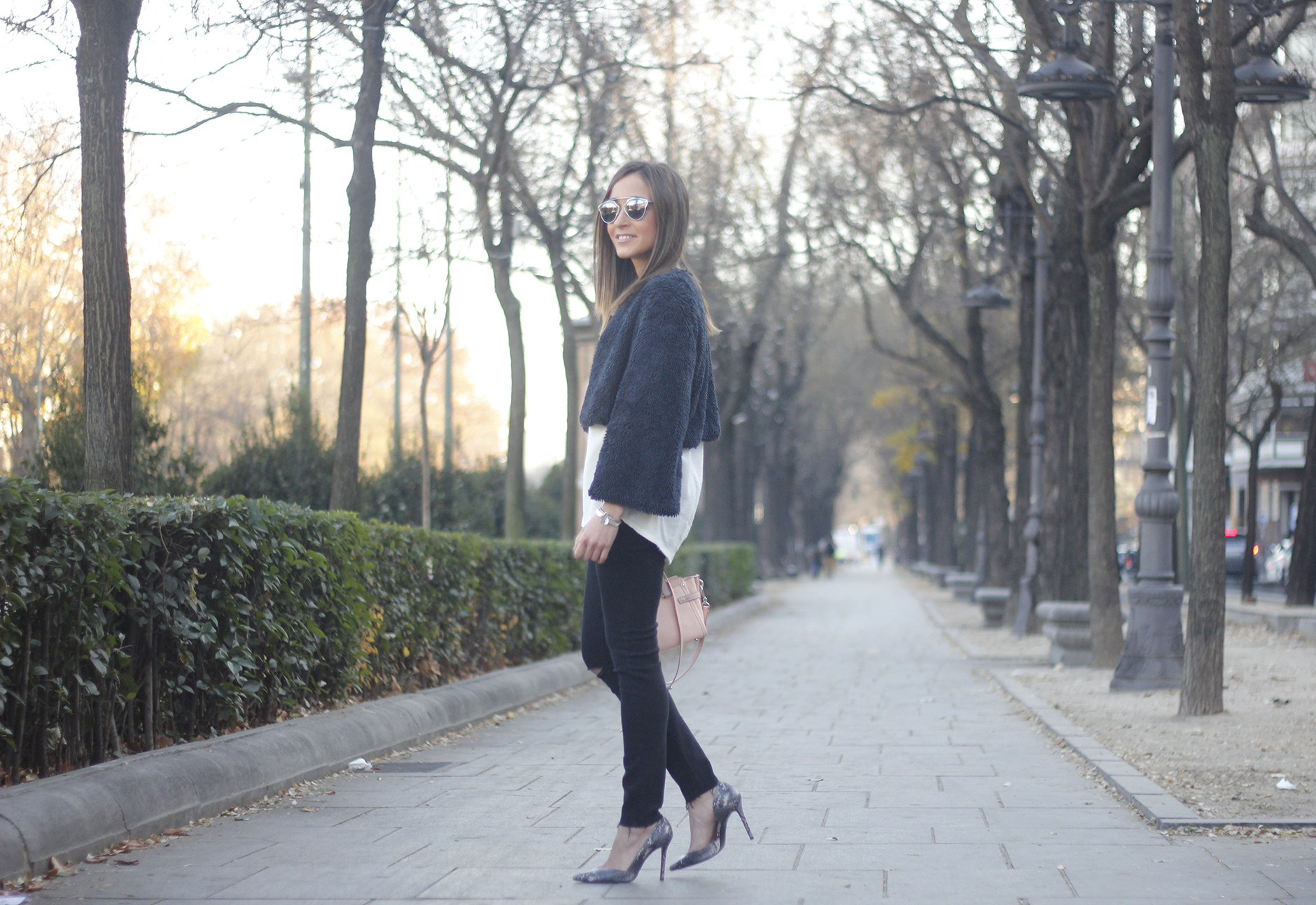 black jeans, coach bag, outfit, style, heels, white t-shirt, Fur Effect Jacket, uterqüe18