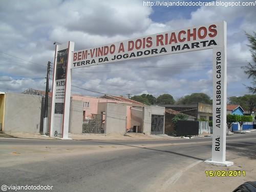Dois Riachos - Pórtico na entrada da cidade