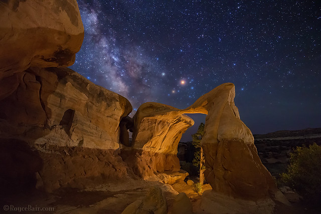 Mars over Metate Arch