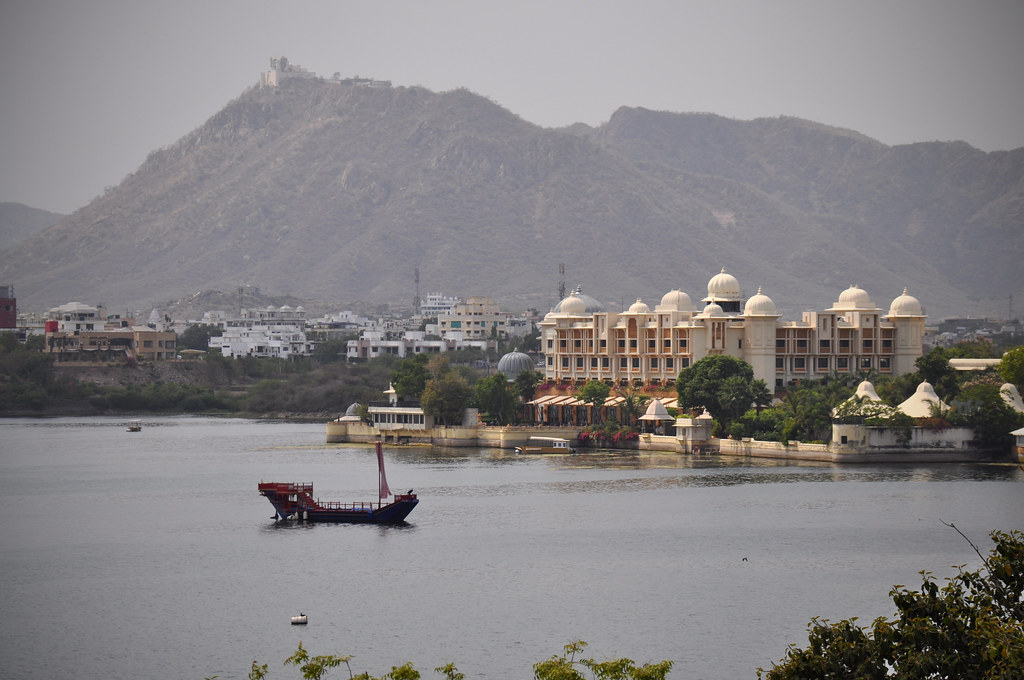 Hotels In Udaipur Near Lake