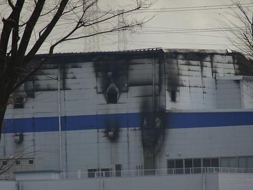 北東側のアスクル倉庫の火災の様子