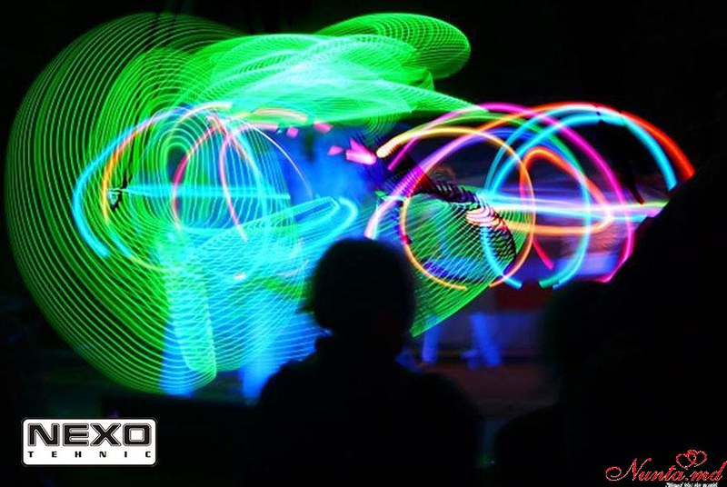 Efecte speciale, echipamente de iluminare şi audio pentru sărbătoarea dumneavoastră!