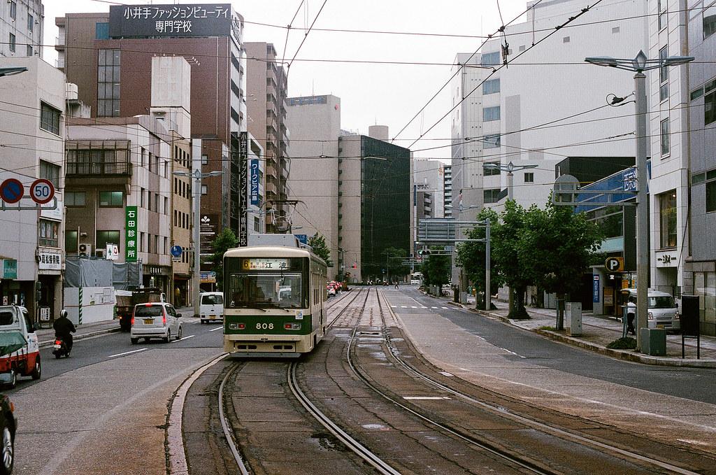 的場町 路面電車 広島 Hiroshima 2015/08/31 在這裡拍了一下路面電車。  Nikon FM2 / 50mm AGFA VISTAPlus ISO400 Photo by Toomore