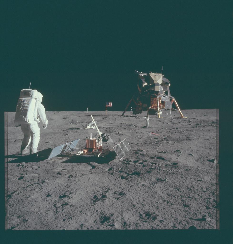 AS11-40-5948