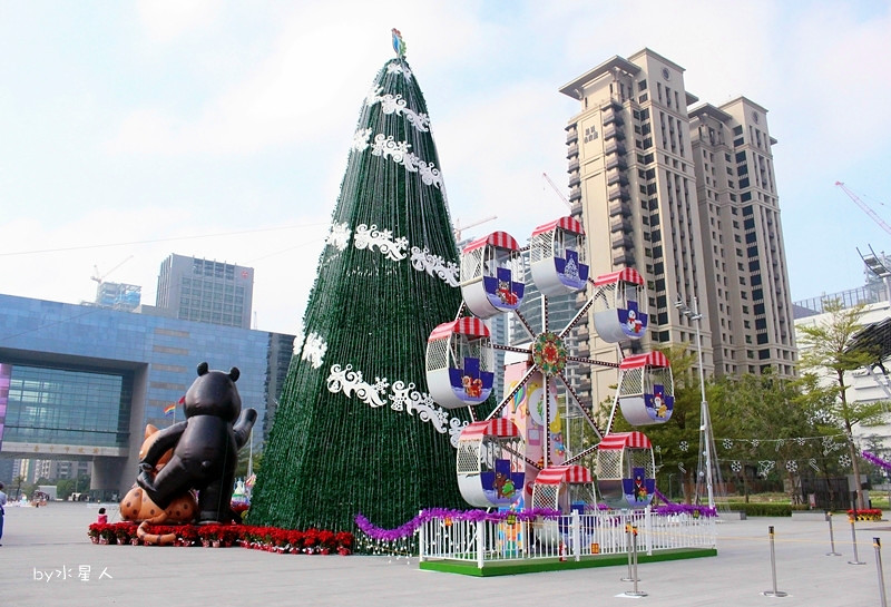 31589680595 fd9b1dedb9 b - 2016台中耶誕YA!耶誕嘉年華,市政廣場耶誕節系列活動,讓你白天與夜景一次看個夠
