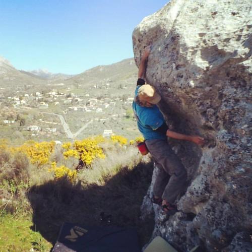 Día de #búlder en #Nívar nuevo #bloque a vista #climbing #climb #igersgranada
