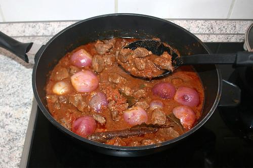 53 - Fleisch & Zwiebeln zurück in Sauce geben / Put back meat & onions