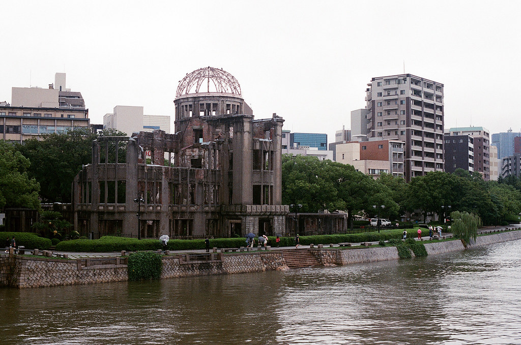 廣島和平紀念公園 広島 Hiroshima 2015/09/01 早上來到原爆屋頂,但是這一天也是在下雨。  Nikon FM2 / 50mm AGFA VISTAPlus ISO400 Photo by Toomore