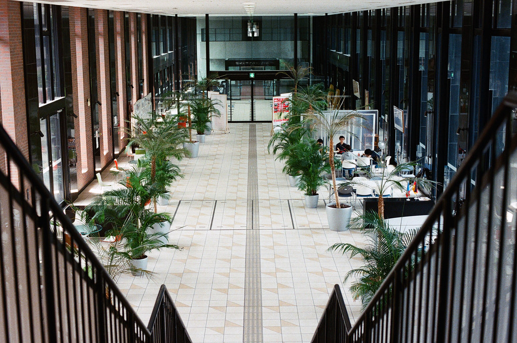 福岡大學, 福岡 Fukuoka 2015/09/03 這算是學校的交誼廳嗎?  Nikon FM2 / 50mm Kodak UltraMax ISO400 Photo by Toomore