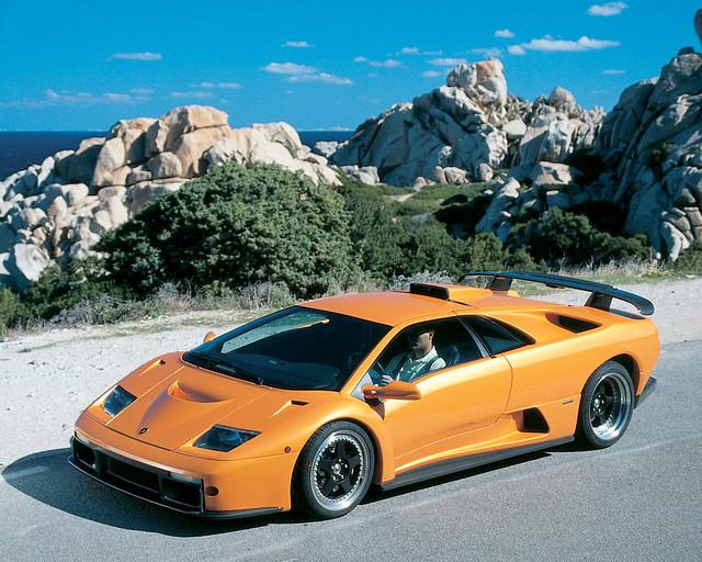 Оранжевый Lamborghini Diablo GT. 1999 год