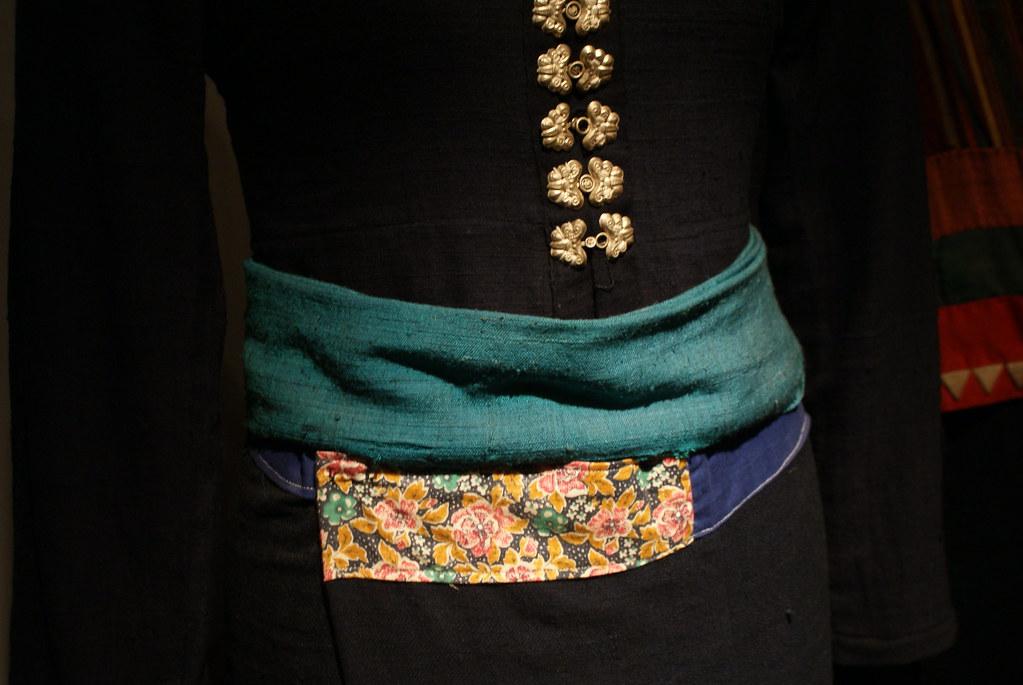Autre exemple d'habit traditionnel au musée de la femme à Hanoi.
