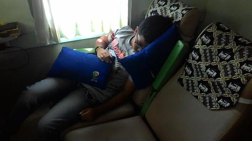Tidur di kereta Malioboro Ekspres