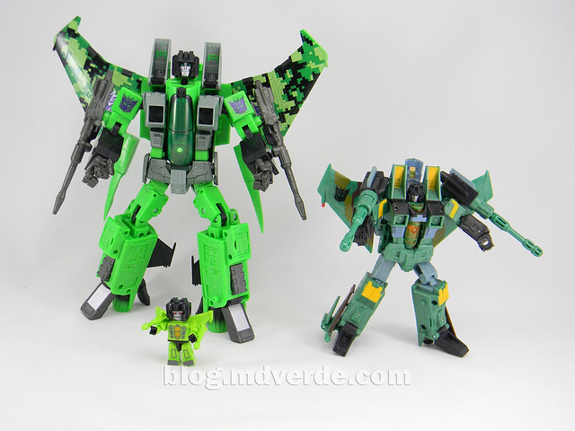 Transformers Acid Storm Masterpiece - modo robot vs Universe vs Kreon