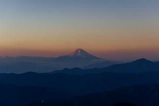 朝陽あたり始めた富士山@鷹ノ巣山