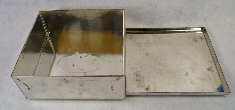 RD15330 Delacre Tin Box Square Vintage Collectible Metal Large Square Advertising DSC09191