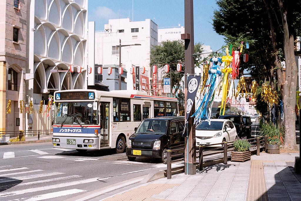 """水戶市(みとし) Mito-shi 2015/08/06 水戶街道一景,我在這條路上買了風鈴和扇子的明信片。  Nikon FM2 / 50mm Kodak ColorPlus ISO200  <a href=""""http://blog.toomore.net/2015/08/blog-post.html"""" rel=""""noreferrer nofollow"""">blog.toomore.net/2015/08/blog-post.html</a> Photo by Toomore"""