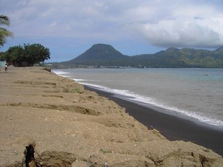 Ende. Volcanic beach and volcano cone.