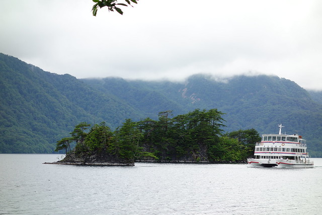 究極コンパクトで十和田湖ドライブ1 遊覧船 TC-1 v.s. DSC-RX100