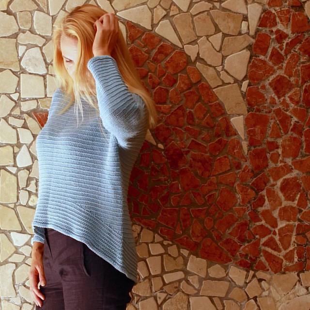 Кто угадает место съемки? 👀🙈 #навязала #вязание #knitting #knitwear #blue #knit #linen #olgajazzy