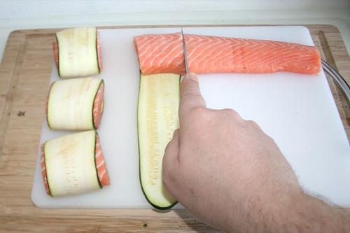 41 - Lachs in Zucchini wickeln / Wrap salmon with zucchini