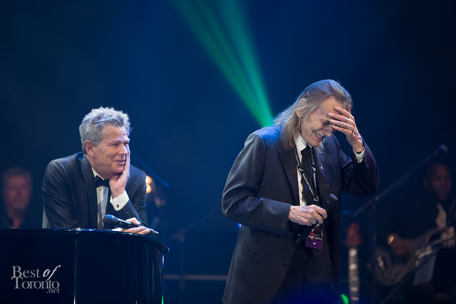 When the one and only Gordon Lightfoot came up to the stage to sing