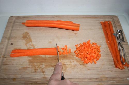18 - Möhre schälen & würfeln / Peel & dice carrot