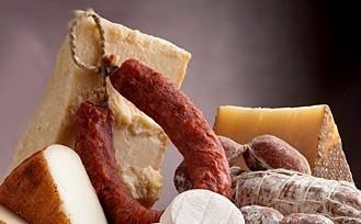 Conversano- ladri consumano formaggi e salumi rubati