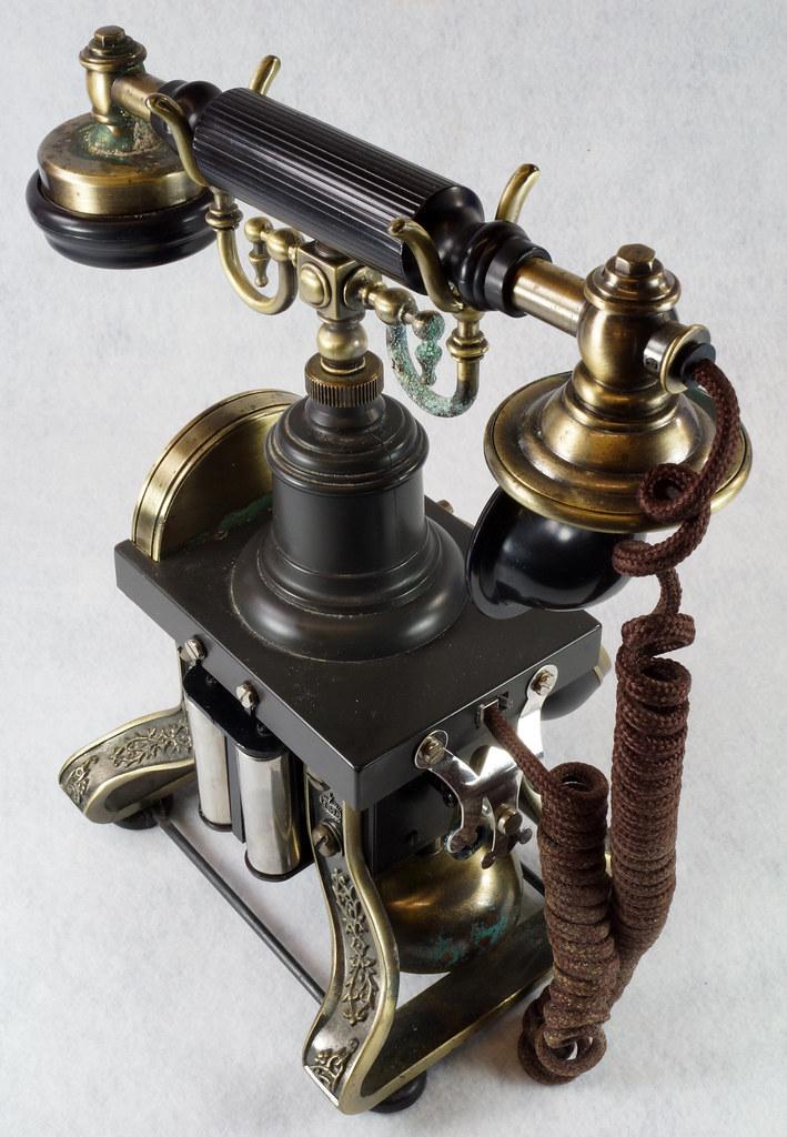 RD15260 Vintage Retro 1892 Eiffel Tower Paramount Replica Desk Telephone DSC08873