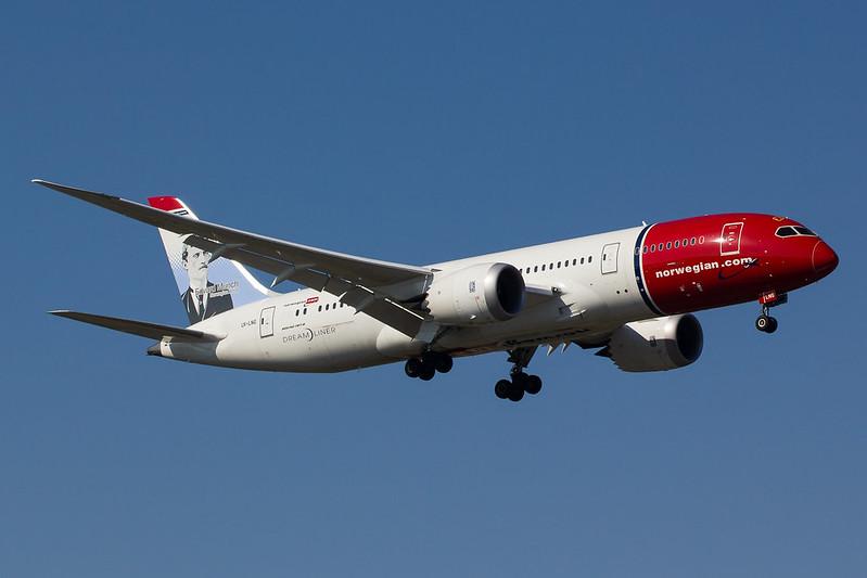 Norwegian - B788 - LN-LNG (2)