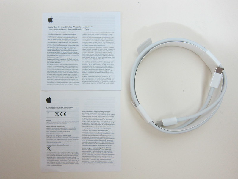 Apple USB-C Charge Cable (2m) - Contents