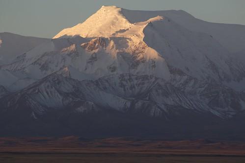travel viaje snow mountains sunrise landscape asia nieve paisaje snowcapped amanecer silkroad centralasia kyrgyzstan range cordillera montañas pamir asiacentral rutadelaseda kirguistan