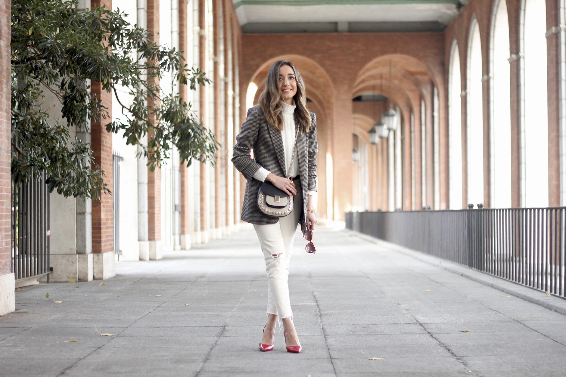 Plumeti blouse houndstooth blazer white jeans outfit style streetstyle14