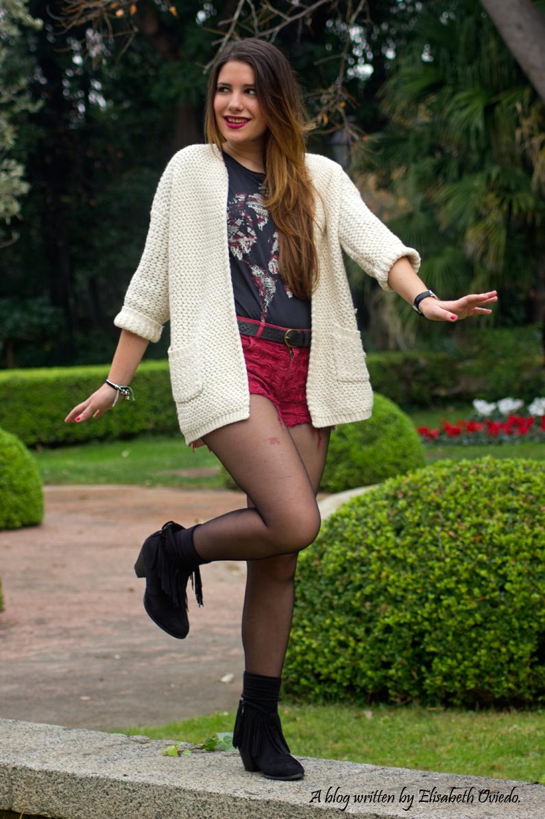 shorts rojos y cardigan blanco cuñas negras con flecos MARYPAZ EL CORTE INGLES HEELSANDROSES (1)