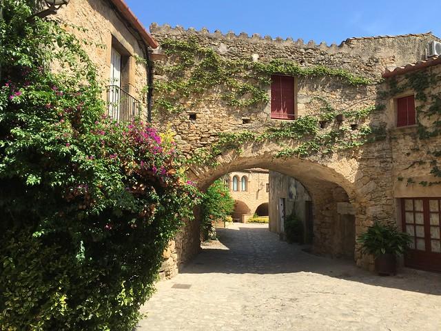 Peratallada, pueblo medieval del Bajo Ampurdán (Costa Brava, Cataluña)