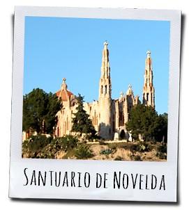De Santuario de Santa Maria Magdalena in Novelda werd gebouwd door een leerling van Antoni Gaudi voor de patroonheilige van het dorp