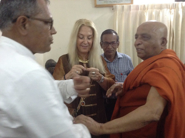 The most venerable Sanghanayaka Suddhananda Mahathero giving Vassula a gift