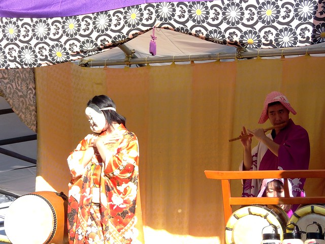 Photo:#4420 stage: dancer (おかめ), flute, and drums By Nemo's great uncle