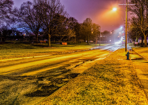 pentax2470f28edsdm noelridgepark cy365 3652017 365the2017edition iowa quiet longexposure wet streetlights cedarrapids pentaxk3ii councilst road pentax 17365 17jan17 commute park lights fog unitedstates morning day17365 firehydrant